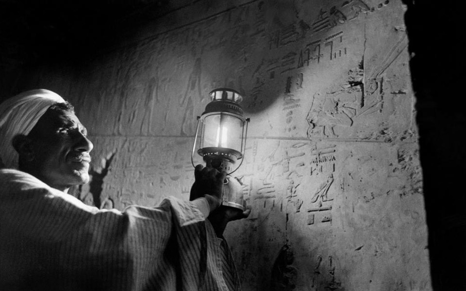 Egypt 1958. At the tomb of Ramses II. Photo by Elliott Erwitt/Magnum